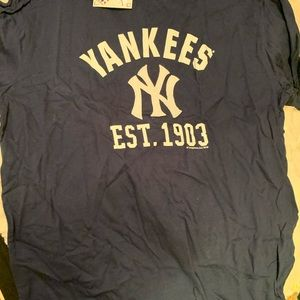 Yankees shirt